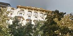 pohled-z-ulice.jpg - Ateliér se nachází v podkroví domu č. 35 na Národní třídě.