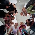 Pohyb_detem_Vokovicka_11_9_14_0129.jpg - Lekce rodičů s dětmi a jejich uvítací rituál