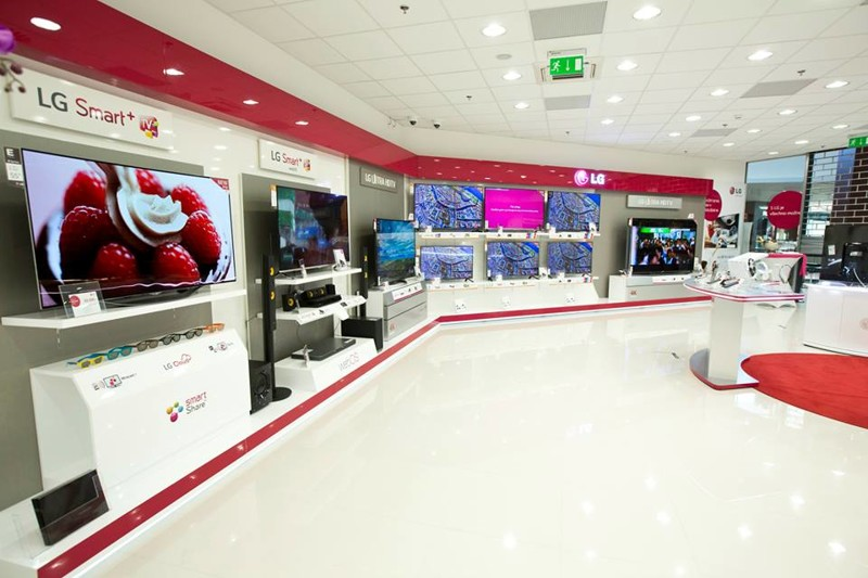 LG_showroom_2.jpg