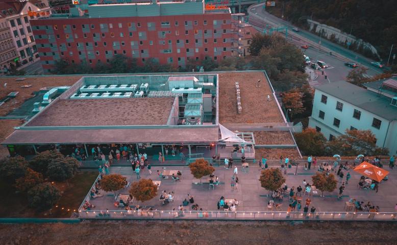 Pop Up Bar Terasa na střeše Nového Smíchova