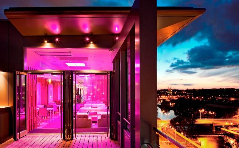 Cloud 9 sky bar & lounge