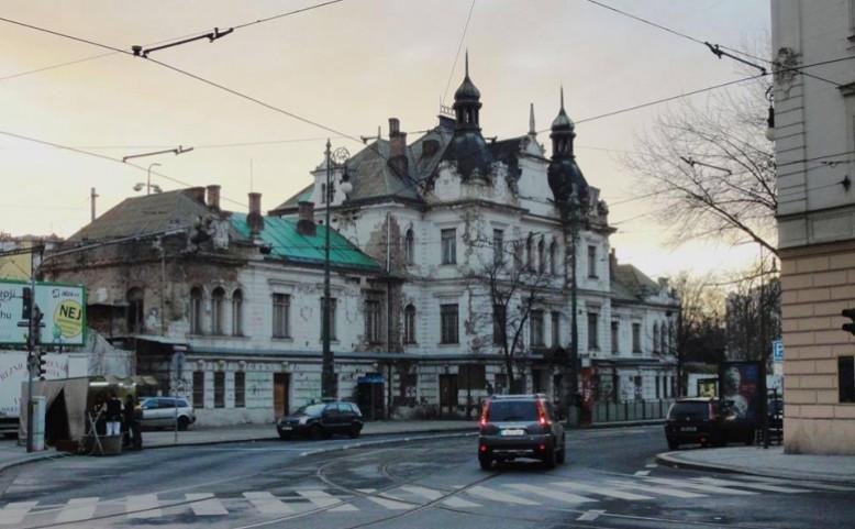 Prázdné domy pod Vyšehradem a Petřínem