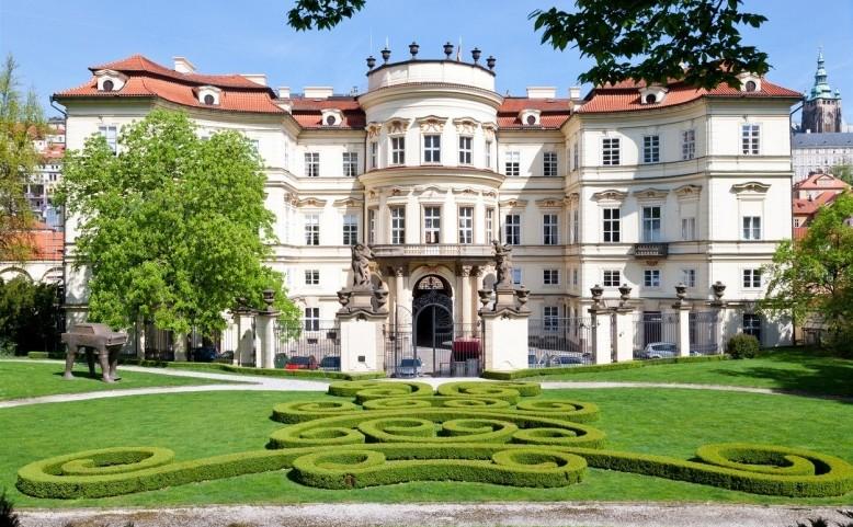 Den otevřených dveří na německém velvyslanectví v Praze