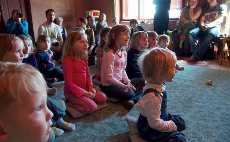 Divadlo pro děti v Crossu - Mise: DOMOV