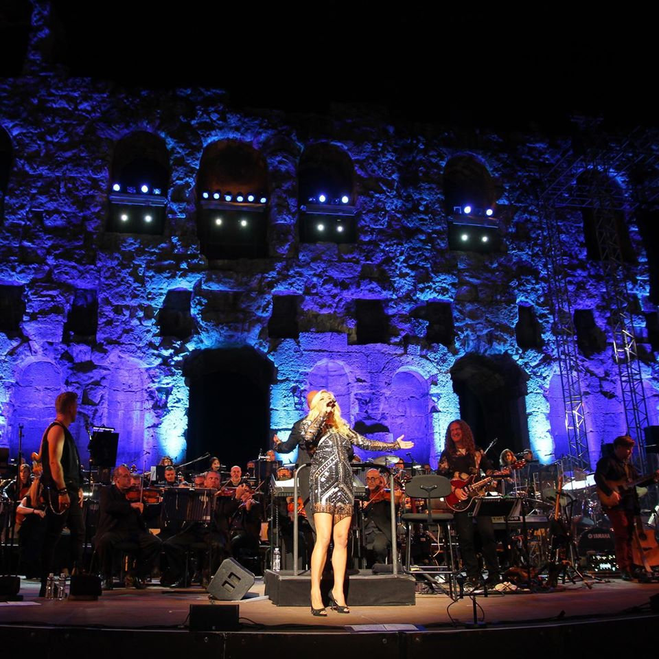 QUEEN SYMPHONIC: A Rock Band & Orchestra Experience