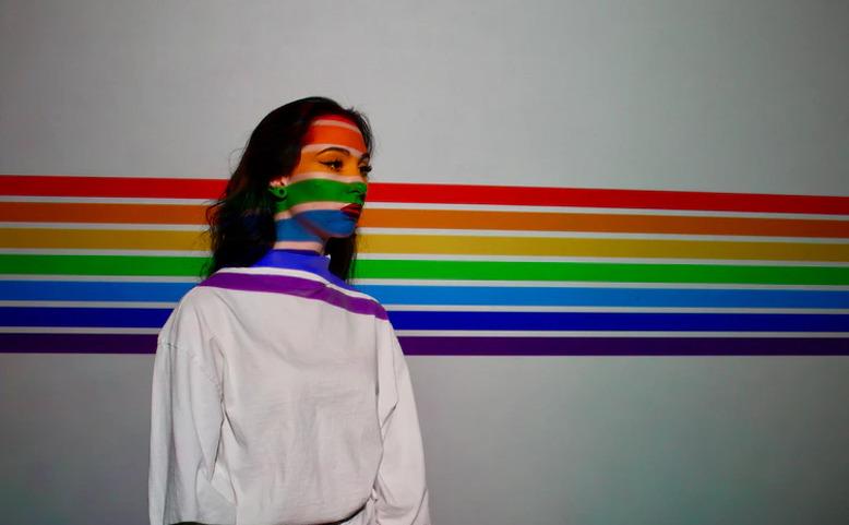 ONLINE: Obraz versus Queer