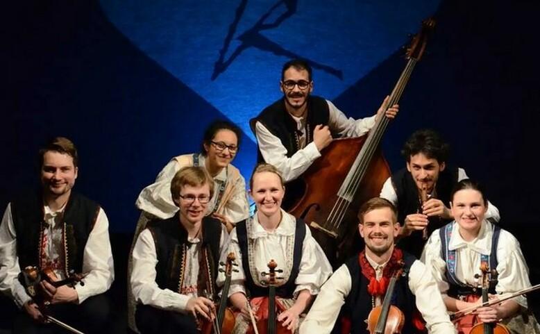 Muzička - folklor na pavlači!