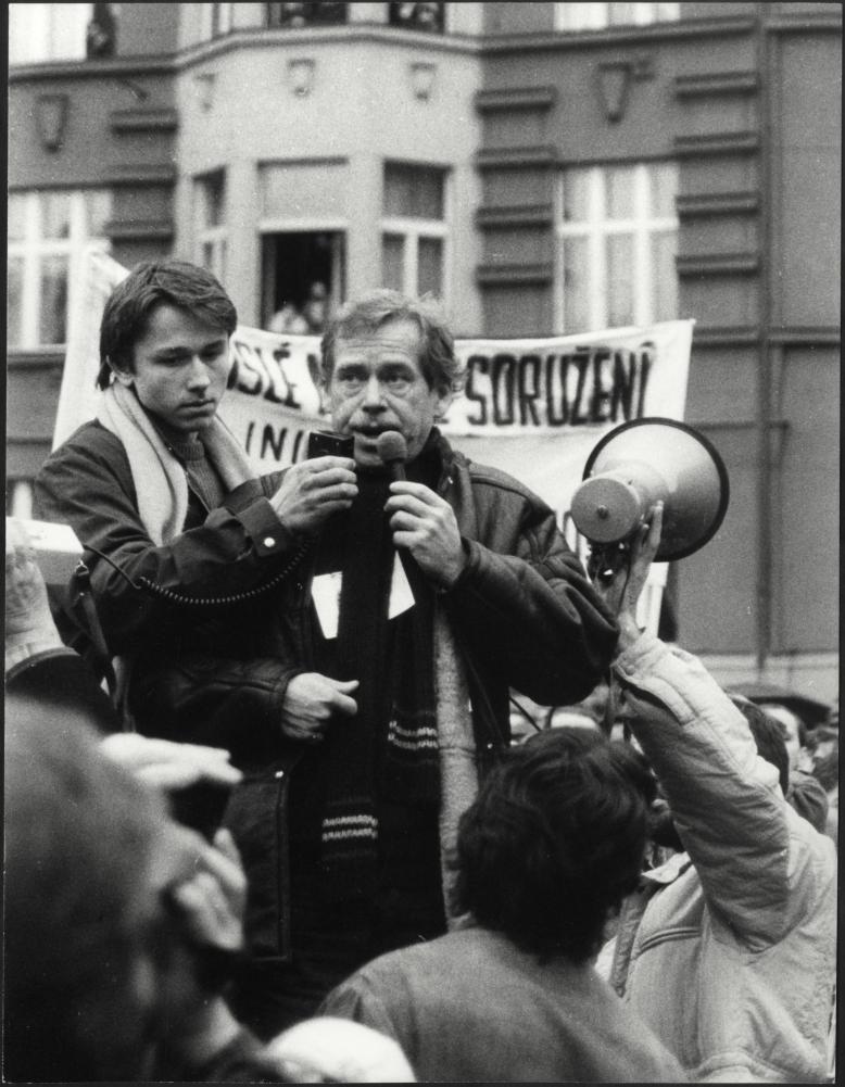 ZRUŠENO: Listopad 1989 v pražských ulicích