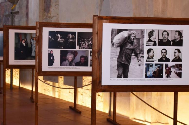 """Výstava fotografií """"Z Hrádečku na Hrad"""""""