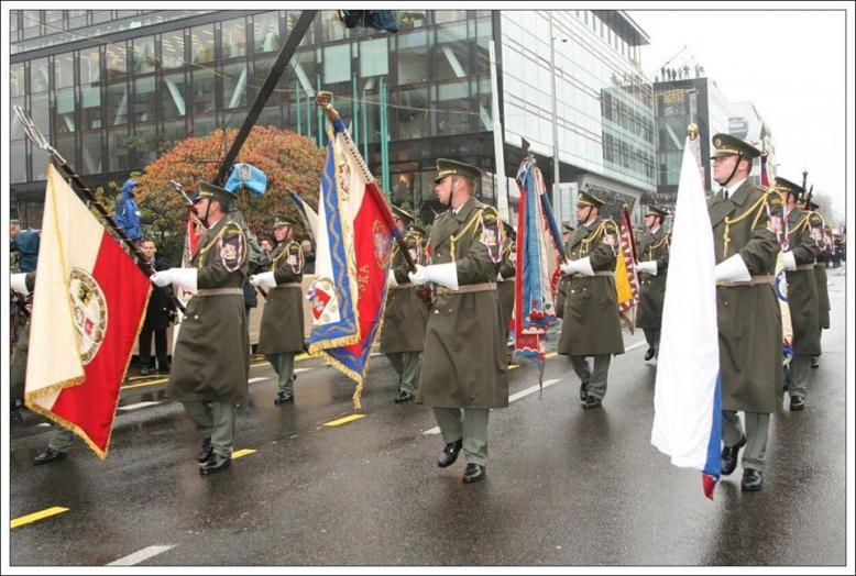 Slavnostní vojenská přehlídka za účasti složek IZS