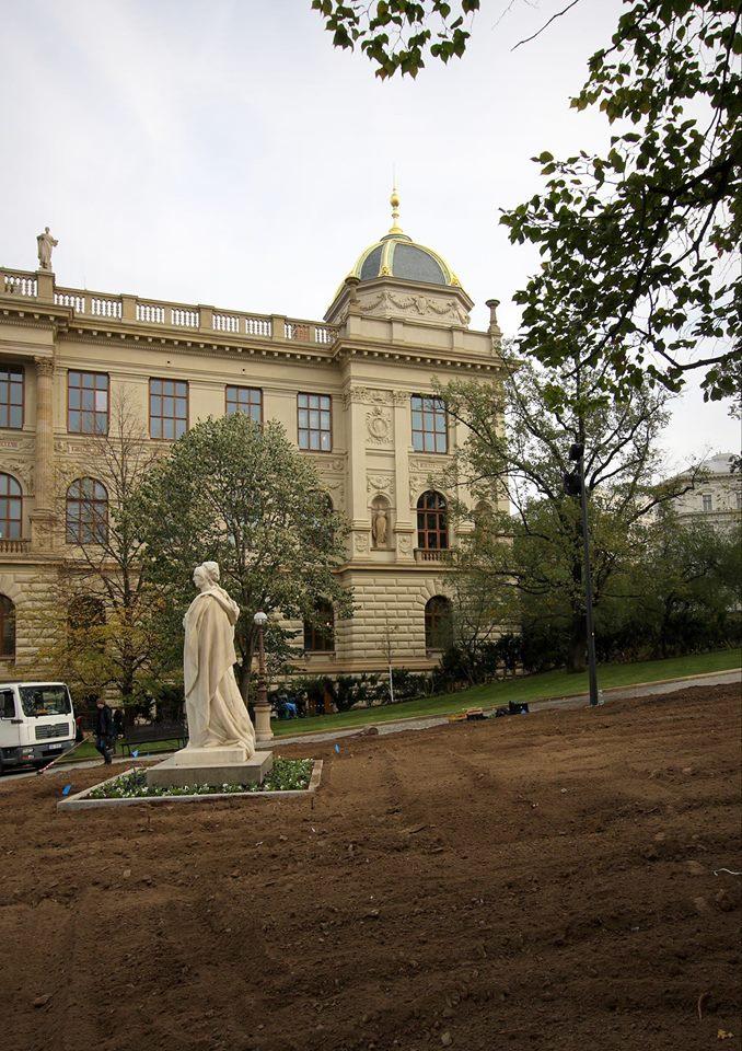 Komentová procházka Muzejní oázou a Čelakovského sady