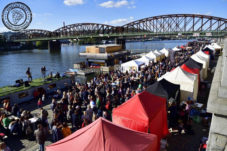 Vínečko Fest - Vinobraní na náplavce 2019