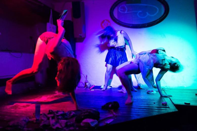 HYB4 Divadlo: Maso Krůtí: Soul(ó)ženy